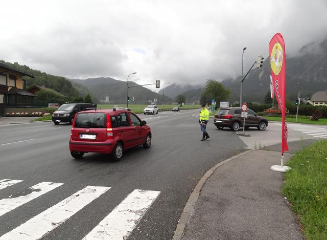 Wenn der Stau bis zur Haberlander-Brücke zurück reicht, sperrt Grödig seine Ortsdurchfahrten für den Umgehungsverkehr.