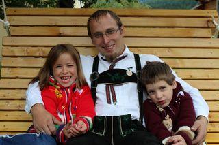 Johannes Brandtner besucht den mit Tochter Elisabeth und Sohn Gabriel gerne den Holzkirtag.