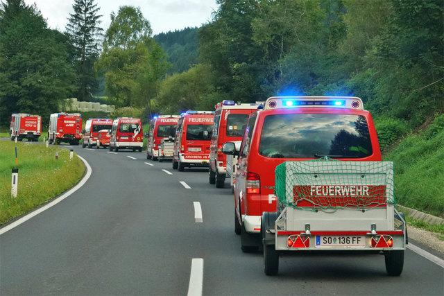 Die Feldbacher Einsatzkräfte auf der Fahrt in Richtung Donnersbachwald.