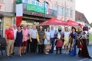 Die italienische Nacht in Voitsberg ist eröffnet, inklusive Ehrengäste und Organisatoren.