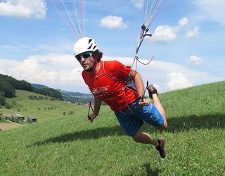 Dominic Hagauer aus Garsten ist der Paragleiter im Team.