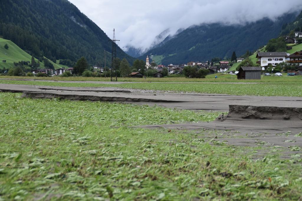 Der Schlamm im Feld von Markus Gleirscher ist zentimeterhoch.