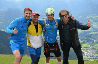 Fluglehrer Sepp Rebernit (Austriafly), Weltrekordhalter Johannes Gappmayer mit Papa Hans Gappmayer und Pacemaker Harald Sagmeister (v.re.).