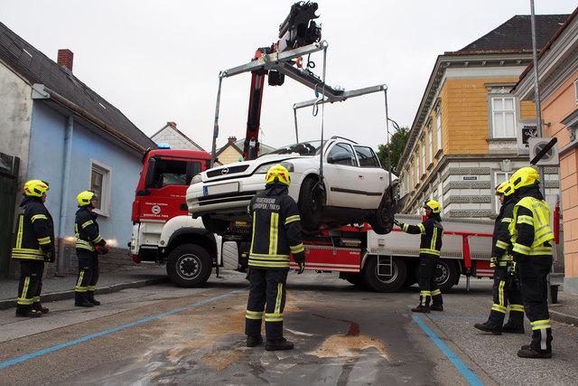 Die Feuerwehr Waidhofen übernahm die Bergung der Unfallfahrzeuge.