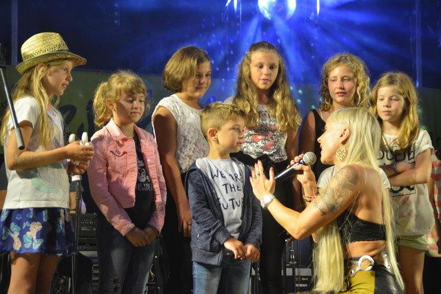 Stargast Hannah eroberte die Bühne und Kinderherzen.