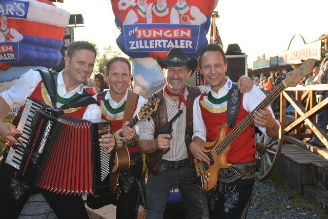 Die JUZI im Lucky Town: Michael Ringler, Daniel Prantl, Sascha Wurglits und Markus Unterladstätter