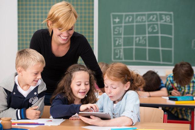 Immer häufiger werden digitale Medien wie Laptops und Tablets im Unterricht eingesetzt.