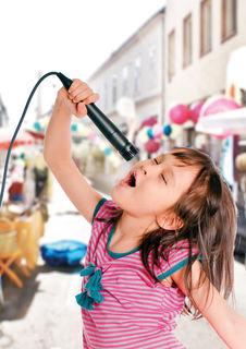 Mitmachen: Um 15 Uhr startet die Kinder-Karaoke-Show.
