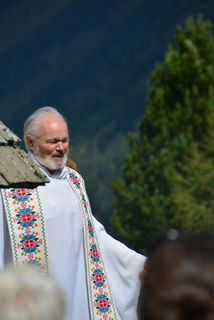Pfarrer Peter Zeiner bei der Almmesse
