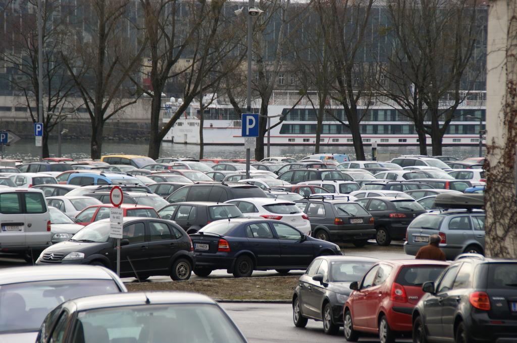 Rund 1.200 Parkplätze standen bisher am Urfahraner Jahrmarktgelände zur Verfügung.