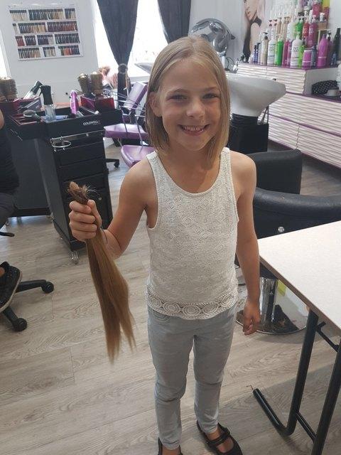 Die 9-jährige Katharina spendete ihren 35 Zentimeter langen Haarzopf.