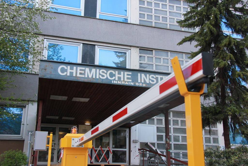 Jahrelang stand das alte Gebäude des Chemie Institutes leer und verstrahlt am Innrain.