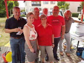 Am SPÖ-Marktstand: Otto Horvath, Astrid Unger, Franz Eberhardt, Susi Bauer, Johann Strauss, Joachim Garger und Erich Distel.