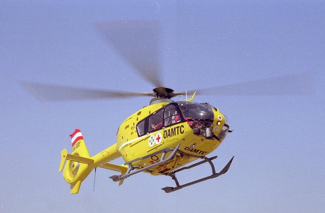 Der verletzte Aegdinger wurde nach dem Unfall in Waldkirchen am Wesen mit dem Rettungshubschrauber ins Klinikum Wels gebracht.
