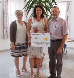 Spendenübergabe in Thomasberg.