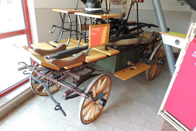 Unbedingt ansehen. Der etwas nostalgische original Spritzenwagen.