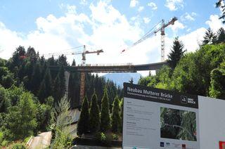 Der Neubau der Mutterer Brücke erfordert eine Totalsperre der Stubaitalbahn.