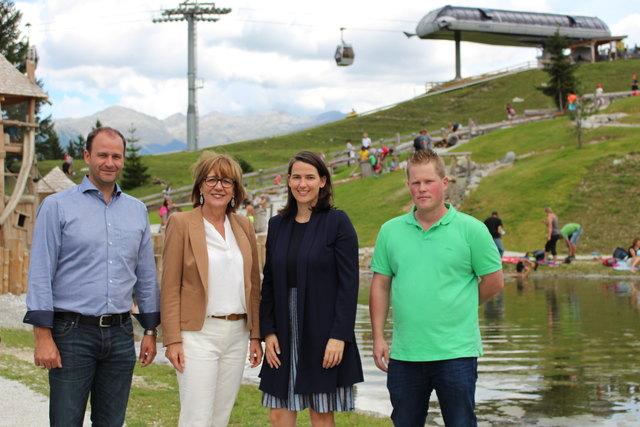 Bürgermeister Daniel Stern, Bundesrätin Anneliese Junker, Vizepräsidentin Barbara Thaler und Betreibsleiter Albert Albenberger am Koppeneck