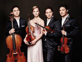 Das Schumann Quartett live am 16. September! Vier Türme, vier Seiten, vier Quartette – einen ganzen Abend lang bewegen wir uns im Quadrat und folgen drei Streichquartetten – und einem Bläserquartett durch das gesamte Schloss Esterházy.