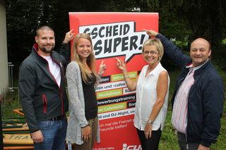 """""""Gscheid super"""" fanden die Eröffnung: Stefan Reichl (Leiter JCUV) Martina Dunst, Gertraud Eckerstorfer, Kurt Winter (Geschäftsführer JCUV; v. l.)."""