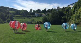 Das Bubble Soccer Turnier ging bei strahlendem Sonnenschein über die Bühne.