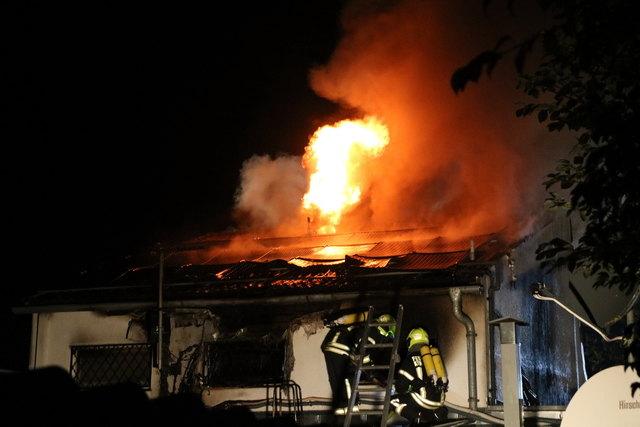 Dachboden und Obergeschoss brannten völlig aus.