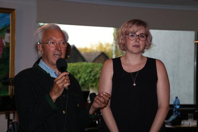 Gemeindekassier Johann Moser eröffnete mit Bianca Lang das Konzert
