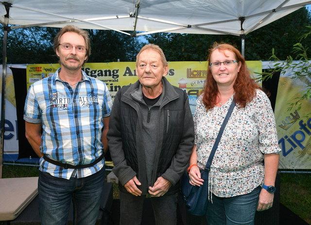 Austropop - Urgestein Wolfgang Ambros mit bz-meet and greet Gewinnern am Hafenopenair 2017