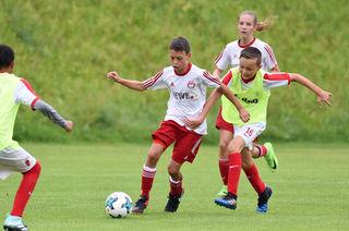 Die Nachwuchsteams renommierter Fußballvereine trafen sich in Ohlsdorf.