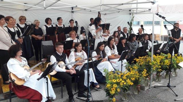 Das Tamburizzaorchester und der Chor Schandorf gaben ein besonderes Jubiläumskonzert.