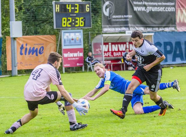 Der SV WinWin Landeck mit Thomas Schmid (schwarzes Dress) kämpfte sich gegen den SV Wilten zum wichtigen Heimsieg.