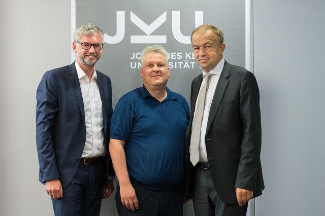 Hochreiter gemeinsam mit LH-Stv. Strugl (li.) und Rektor Lukas (re.)
