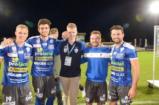 Roland Puchas (Mitte) freute sich mit Sven Sprangler, Stefan Meusburger, Christoph Kröpfl und Dario Tadic.