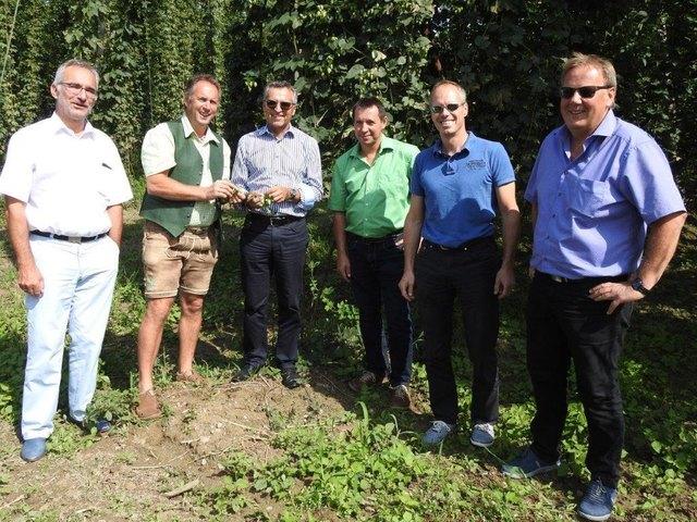 Braumeister Andreas Werner, Obmann Richard Stelzl, Dr. Johann Jäger, Klemens Forster (Qualitätssicherung) und Altobmann Peter Muster.