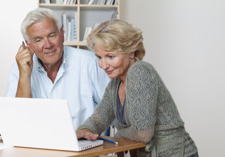 Auf dem verdeckten Jobmarkt werden ältere Arbeitssuchende eher fündig.