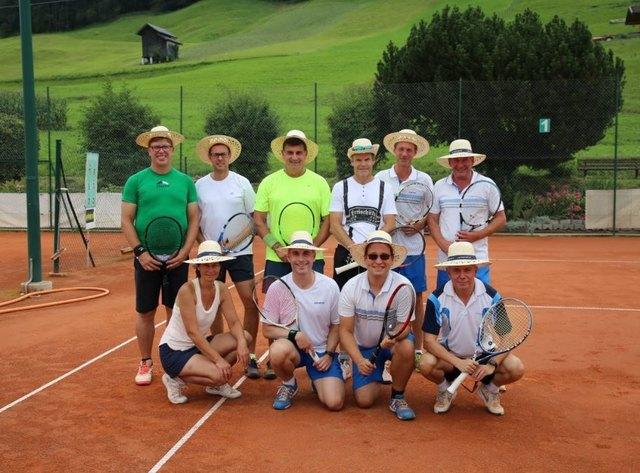 Begeisterte Tennisfreunde stellten sich in den Dienst einer guten Sache.