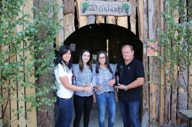 Jungwinzerin Kathrin Seidl präsentierte zusammen mit ihrem Vater Manfred die neuesten Weinkreationen.