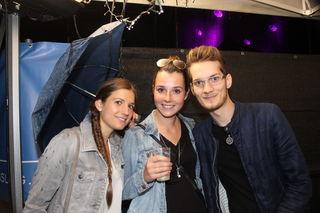 Nach ihrem Bühnenautritt mischten sich Tagträumer unter die Fans in Bischofshofen. Steffi und Simone trafen den Band-Sänger.