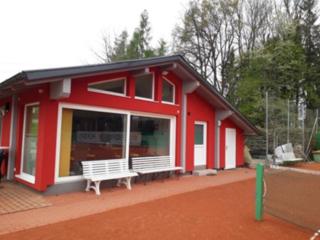 Das generalsanierteVereinsheim des UTC Brunnenthal. 2018 feiert der Verein 40-jähriges Bestandsjubiläum.