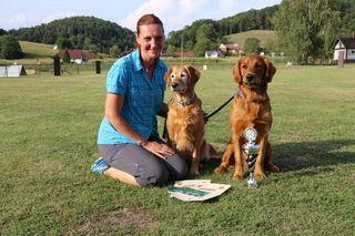 """Zu Recht stolz auf ihre beiden Hunde """"Alena"""" und Balduin"""" ist Manuela Nemeth."""
