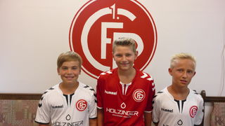 Diese drei Schärdinger Nachwuchstalente heuerten heuer beim FC Passau an: Adrian Kaufmann, Julian Schimmank und Jonas Mitschke (v. l.).