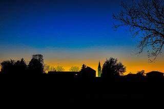 ..in der Bildmitte der Kirchturm von Sommerein...