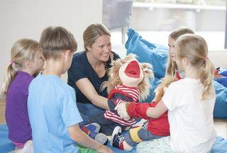 Rainbows Tirol bietet Gruppenterapien für Kinder und Jugendliche an, die die Scheidung der Eltern zu verarbeiten haben.