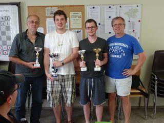 V. l.: Georg Kreische, Florian Mostbauer, Stefan Salvenmoser mit Turnierleiter Hiermann