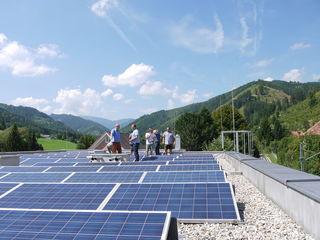Die KEM unterstützt und berät Private, Unternehmen und Betriebe bei der regionalen Energieversorgung, etwa durch Photovoltaikanlagen.