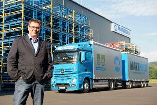 Vor 29 Jahren startete Johannes Matzhold mit einem Lkw. Heute ist er Geschäftsführer der Johannes Matzhold GmbH und großer Arbeitgeber.