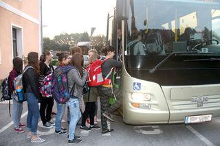 Richtung Schule sind die Busse noch voll – schwieriger wird es für Schüler, fernab der Stadt, nach Hause zu kommen.