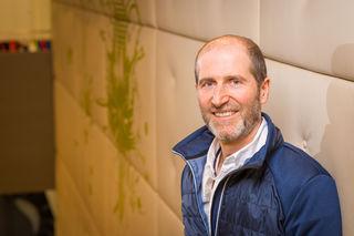 Andreas Toferer ist als Gründer und Geschäftsführer von Toferer Textil in Eben Spezialist für Werbetextilien, Textildruck und Stickarbeiten.