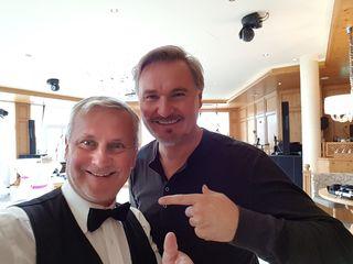 Verblüffungskünstler Gerry mit Nik P.