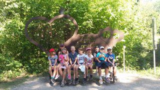 Selina, Hanna, Selina, Justin, Zvezdan, Anita, Adrian, Jason und Fabian  unternahmen mit 2 Sozialpädagoginnen einen Spaziergang durch die schöne Erlaufschlucht.